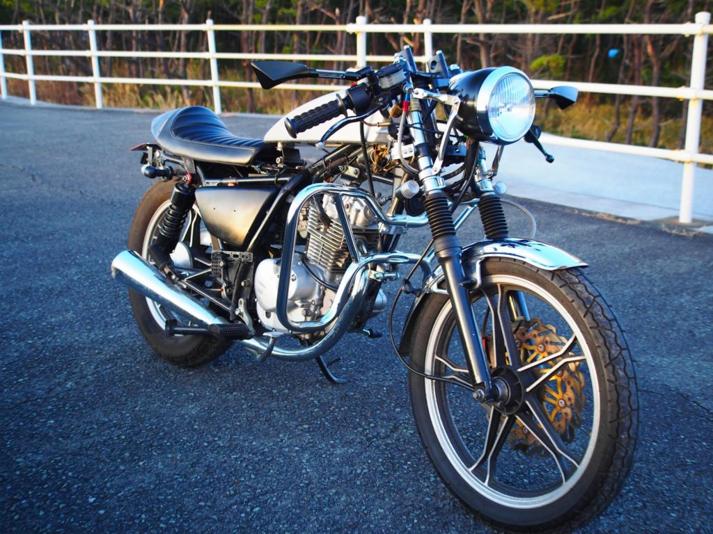GN125カフェレーサーカスタム斜め前から1(gn125 caferacer modified)