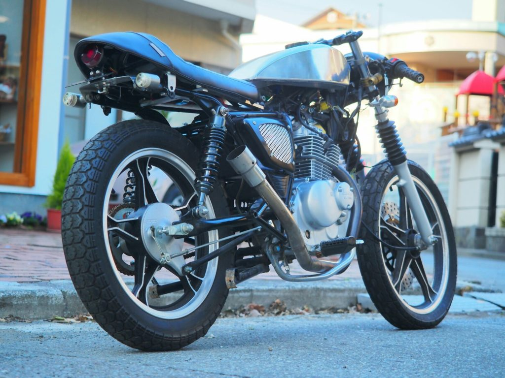 GN125 caferacer アルミタンク磨き後2