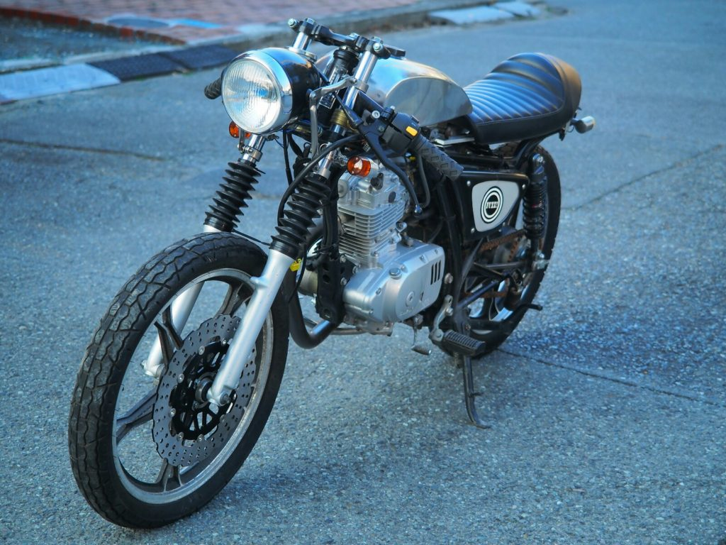 GN125 caferacer アルミタンク磨き後3