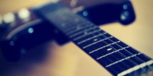 【聲の形】【ギター】aikoの「恋をしたのは」のコード弾きは半音下げがお勧め!