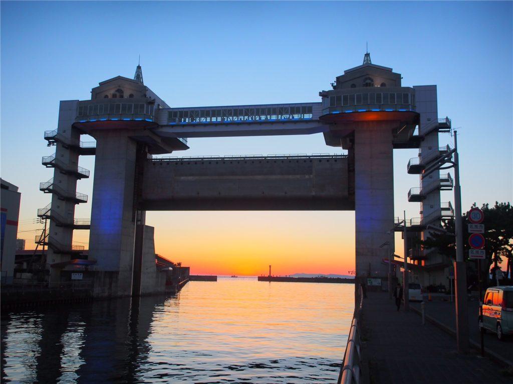 【静岡の風景】沼津の水門「びゅうお」越しの夕焼け