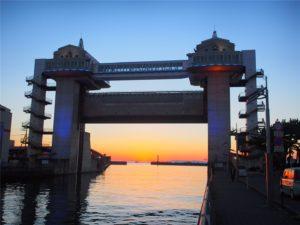 【静岡の絶景】沼津の水門「びゅうお」越しの夕焼け