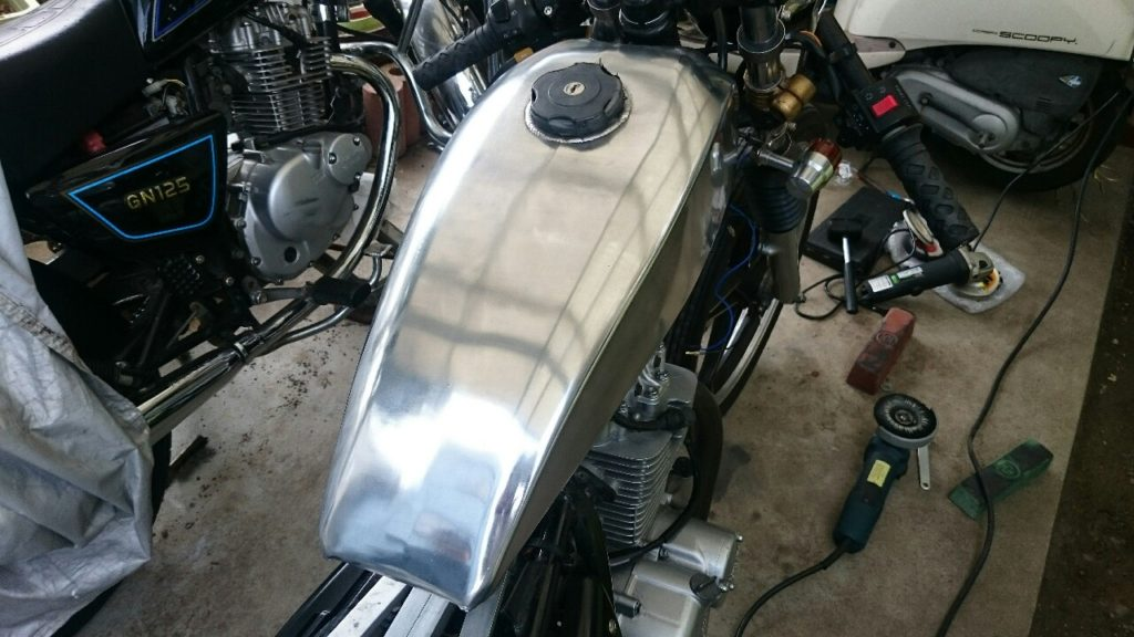 【バイク】アルミタンクをグラインダーで磨いて綺麗にするよ!(GN125)