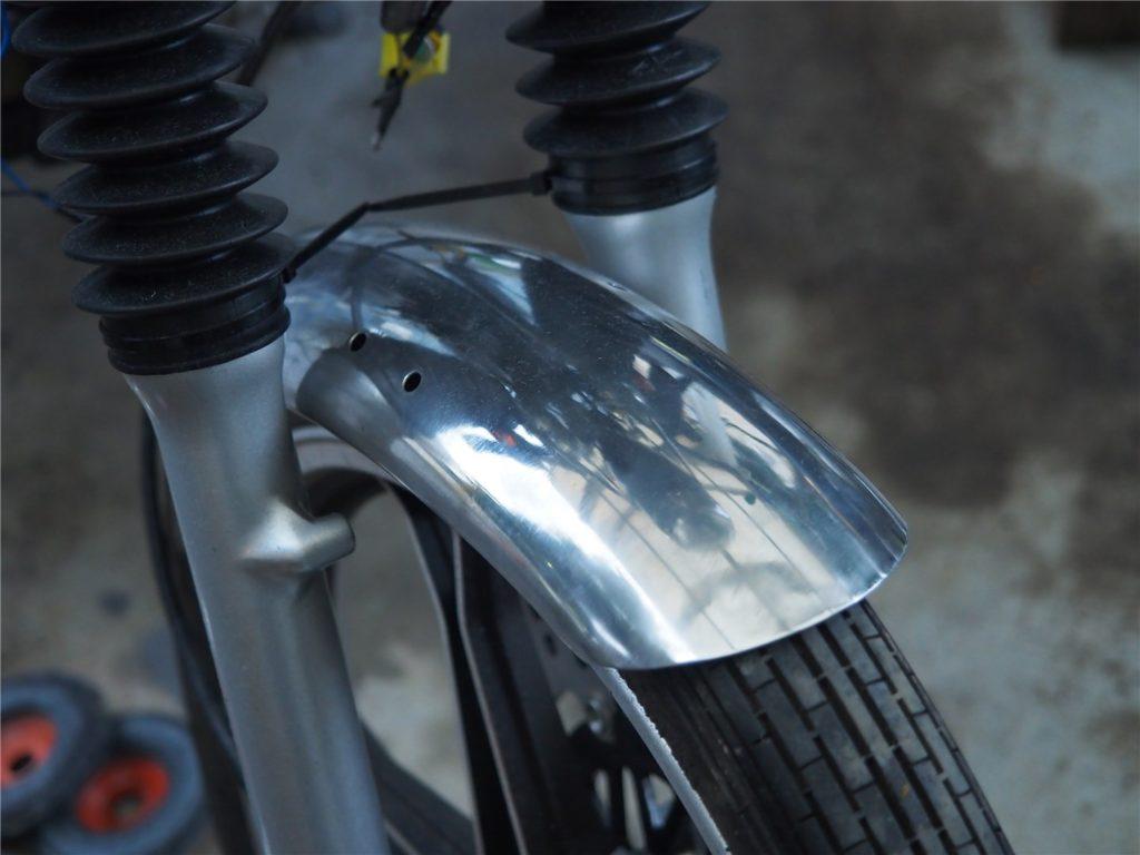 【バイク】アルミフェンダーをバフ掛けして鏡面にするぞ!(GN125)