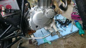 【GN125】狂気!新GNに旧GNのエンジンを載せ替える。エンジン載せ編