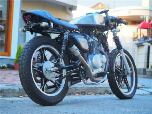 GN125 caferacer リアビュー