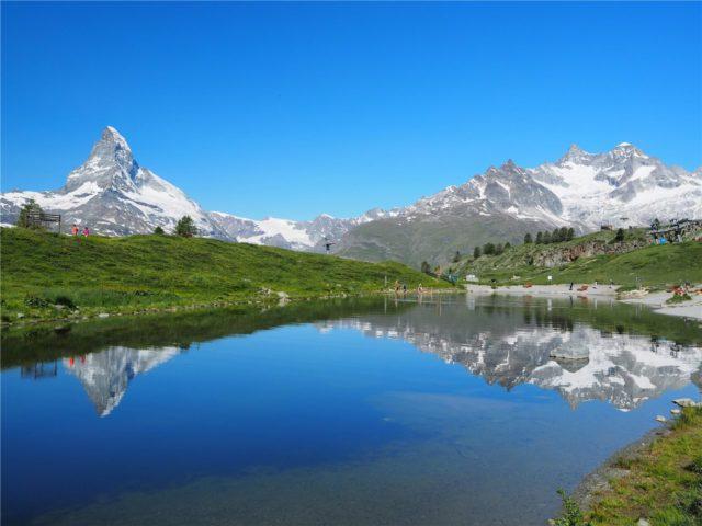 スイスの風景(逆さマッターホルン)