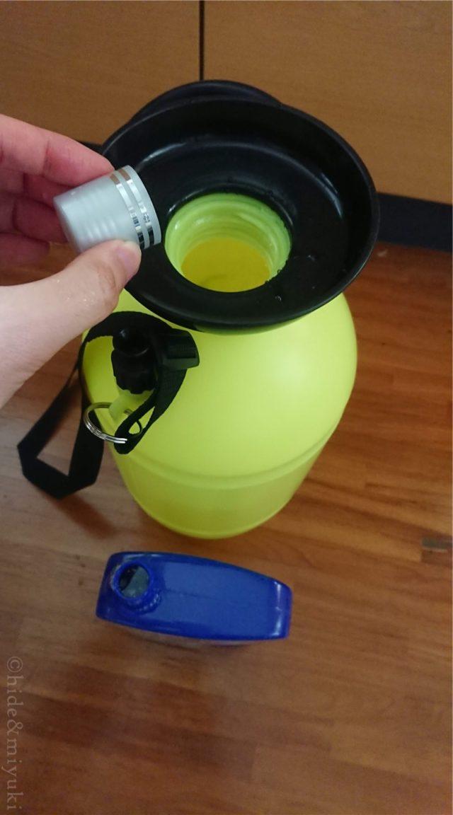 タンクに水(と洗剤)を入れる