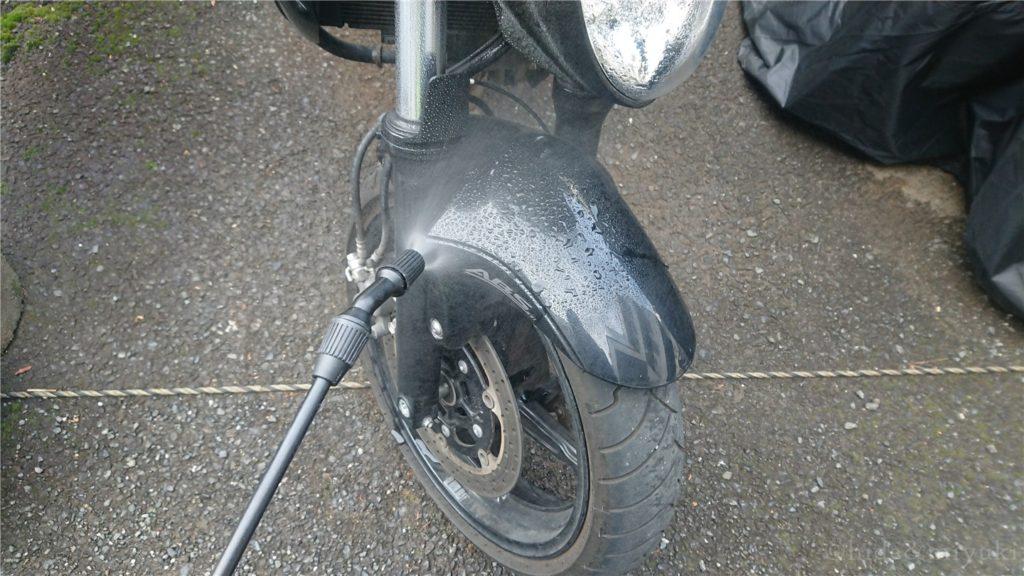 加圧ポンプ放水機を使用した洗車