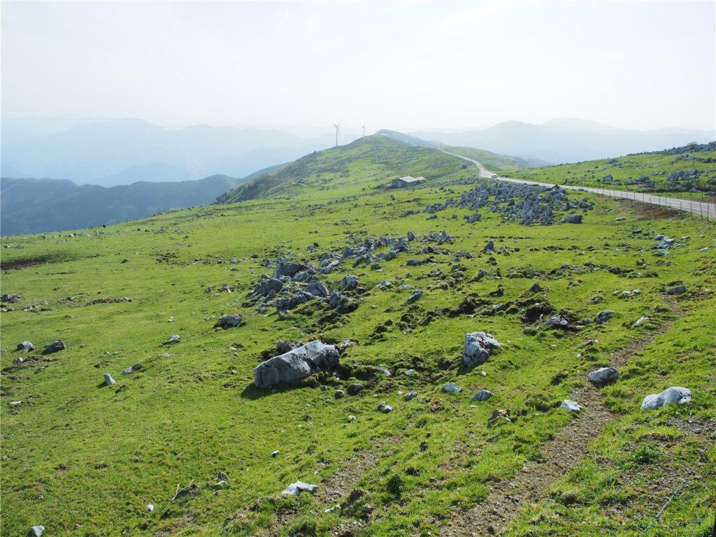 【絶景ロード】四国カルストは異世界感溢れるツーリングにオススメの道です【高知/愛媛】