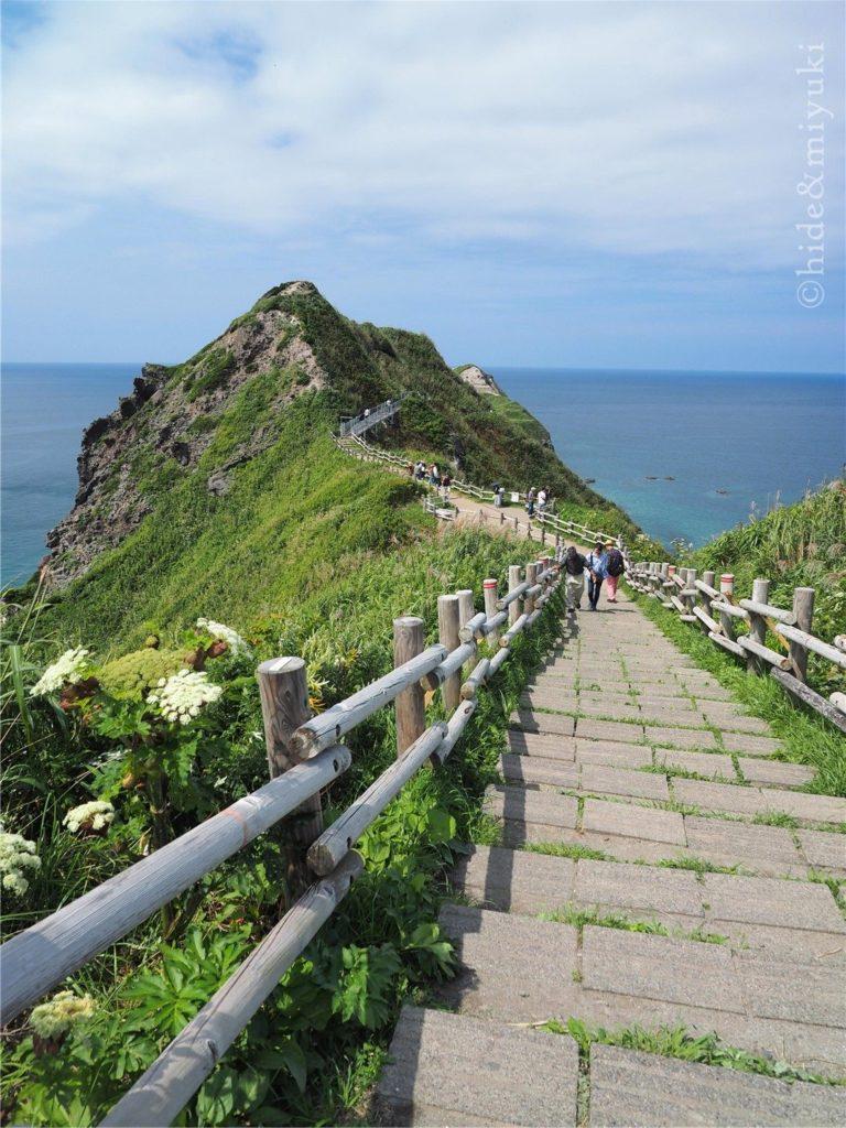 神威岬の先端までは10分~15分程歩きます。スタート!