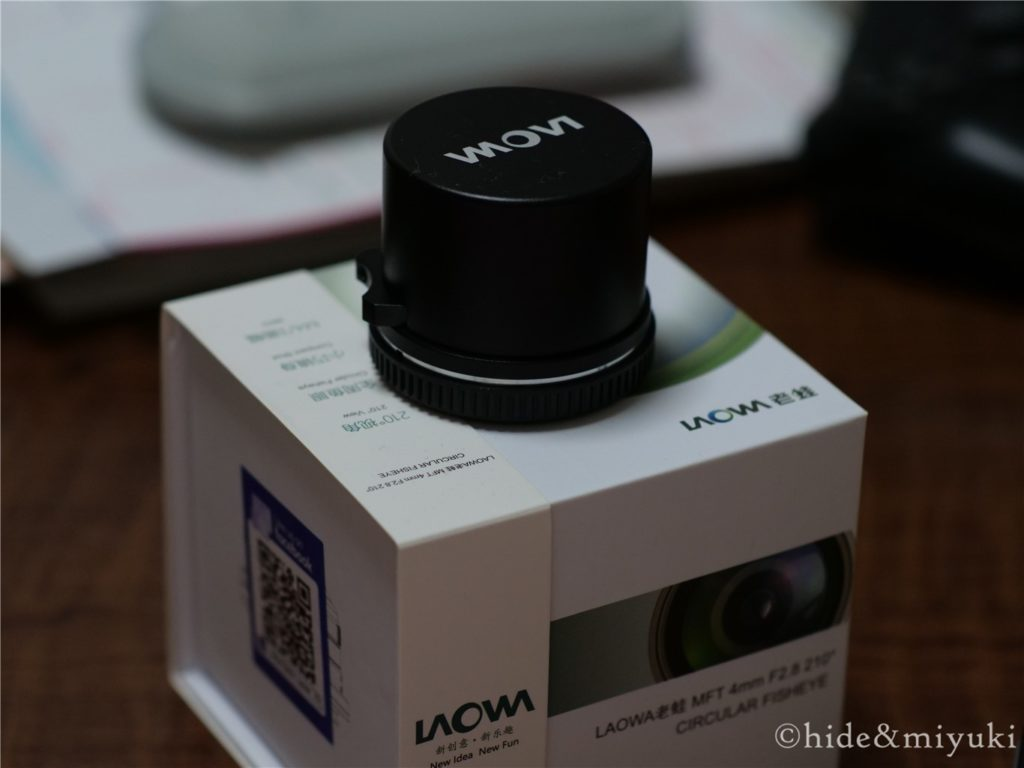 LAOWA 4mm F2.8(本体と箱)