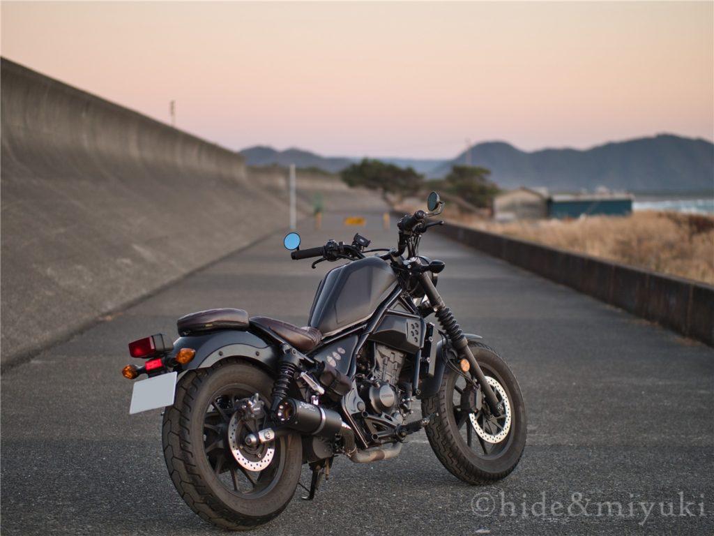 【レブル250 カスタム】ヘルメットロックを増設するぞ!【サイドバッグで封印されるヘルメットロック問題】